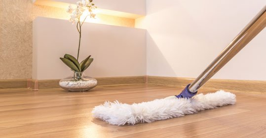 mopping-a-laminate-floor