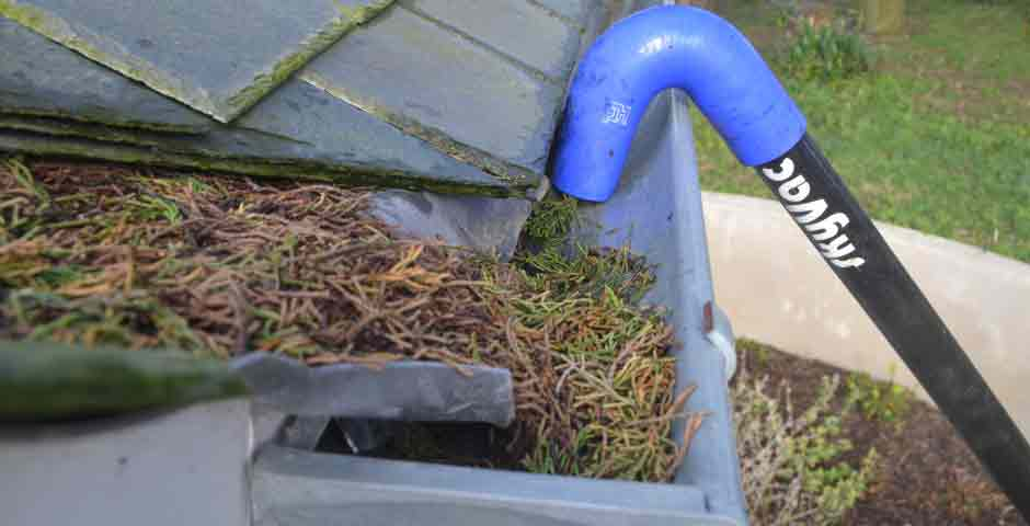 Gutter-cleaning-vacuums-skyvac